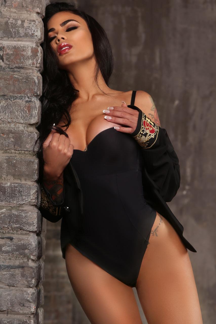 Modelo brasileira estrela capa da Playboy espanhola e lamenta ...