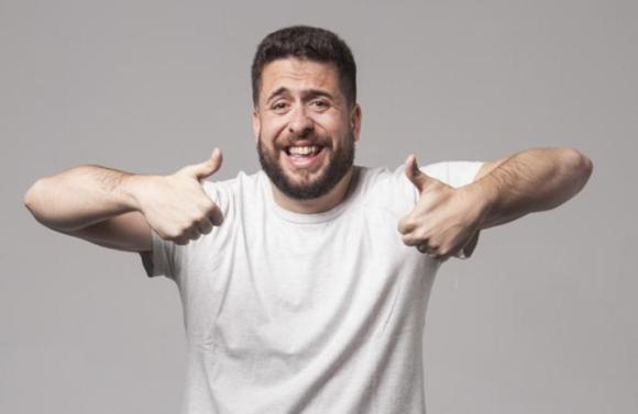 mauricio-meirelles-faz-show-gratuito-de-stand-up-comedy-no-farol-shopping-1579611087